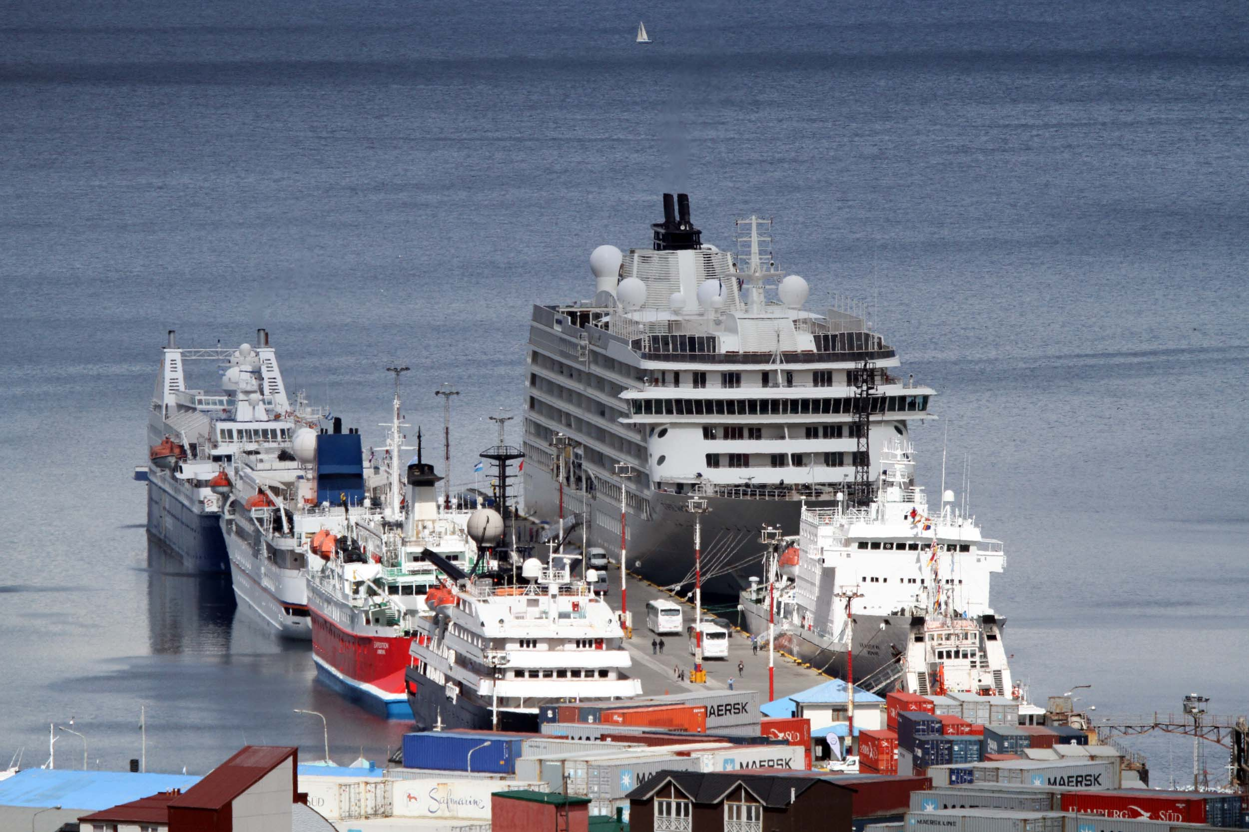 Cruceros en el puerto de Ushuaia 1