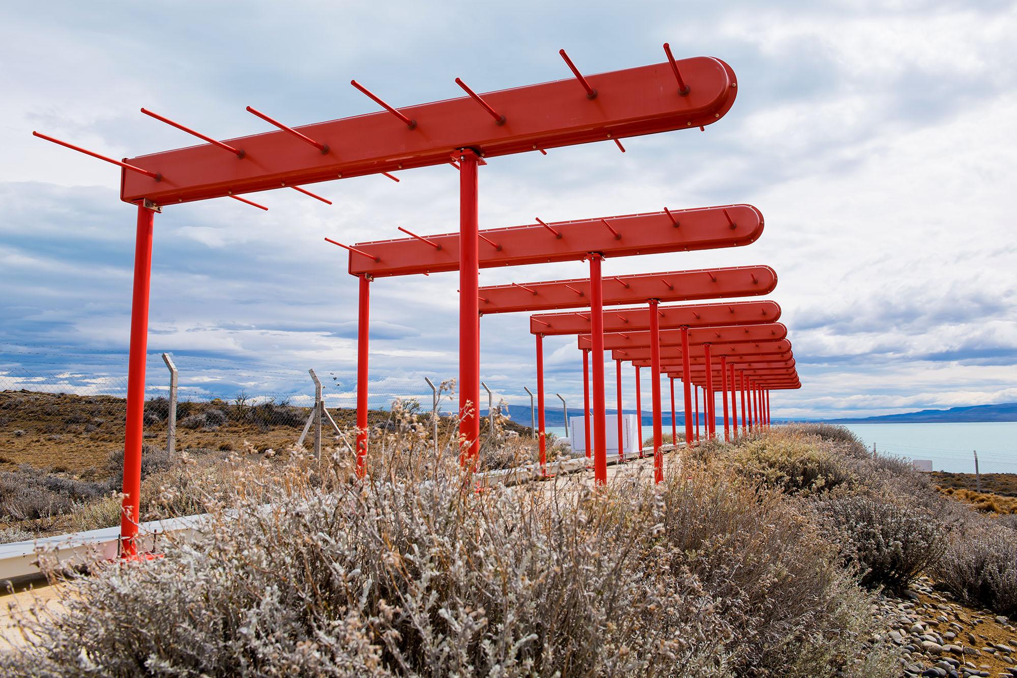 Antena marcadora de ejes de pista en El Calafate 2